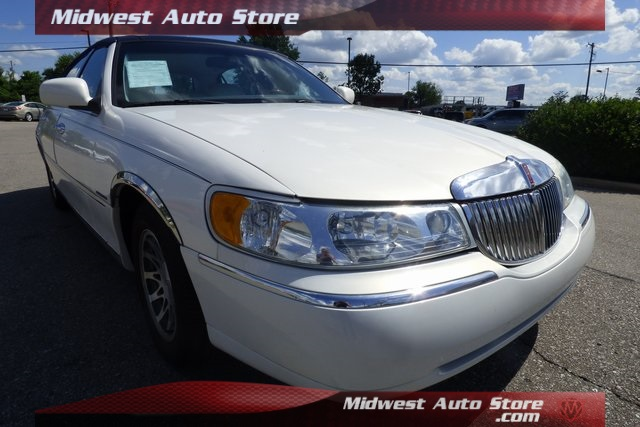 Pre Owned 2002 Lincoln Town Car Signature 4d Sedan In Florence
