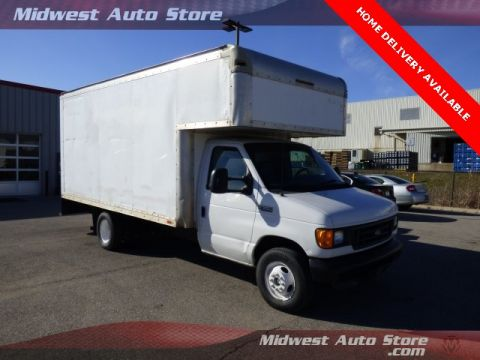 Pre-Owned 2005 Ford E-350SD Standard